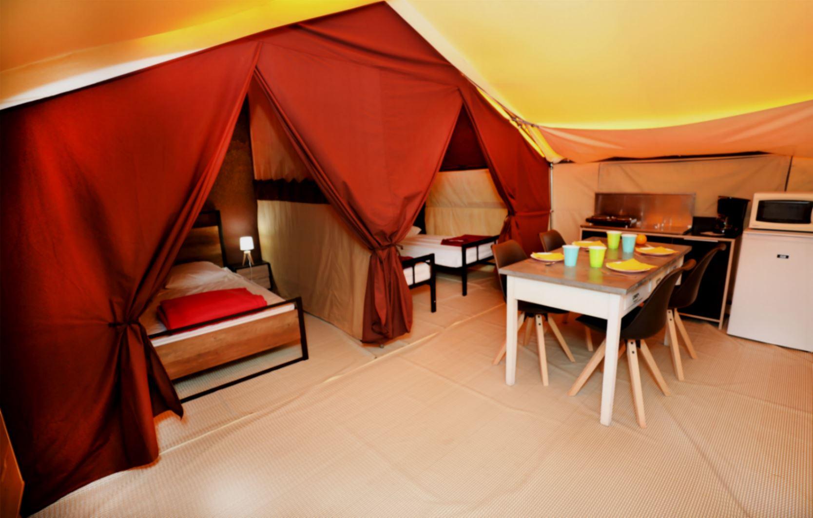 Clair de Lune: lodge tent - interior