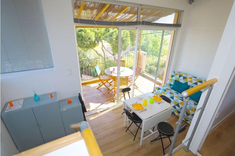 Clair de Lune: sea view apartment - living room