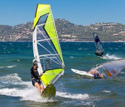 Clair De Lune: Wassersport Windsurfen 620x500