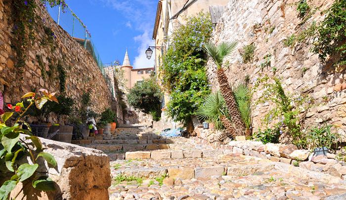 Clair De Lune : Visiter Vieux Hyeres
