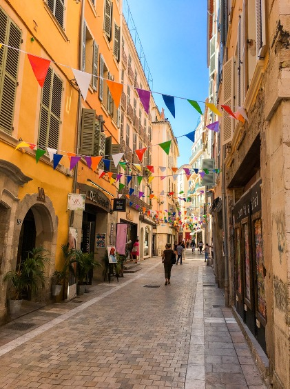 ALT IMAGE : rue-des-arts-toulon-l'art-et-la-culture-dans-le-var